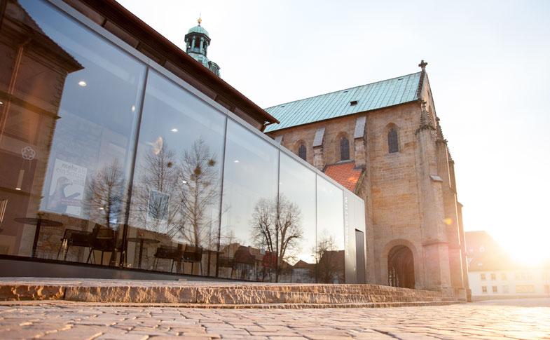 Dommuseum Hildesheim, Außenansicht im Sonnenlicht