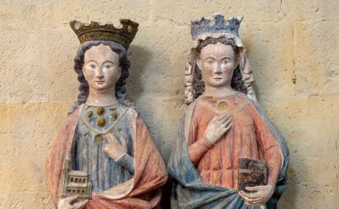 Statuen der Stifterinnen Hildeswid und Alburgis, um 1280, Heiningen, kath. Kirche St. Peter und Paul, ehem. Stiftskirche. Foto: Bildarchiv Monheim GmbH