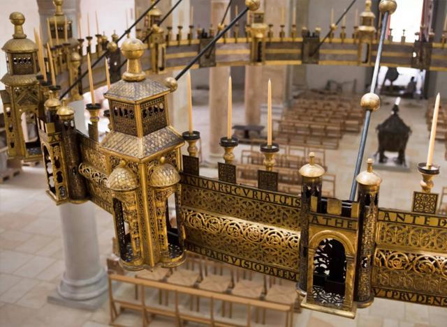 Der Heziloleuchter ist Teil des Domschatzes und gehört zum Welterbe.