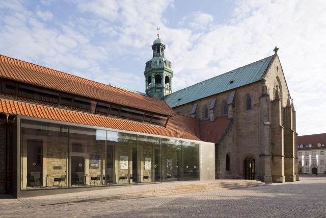 Über das Domfoyer erreichen Besucher das Hildesheimer Dommuseum.
