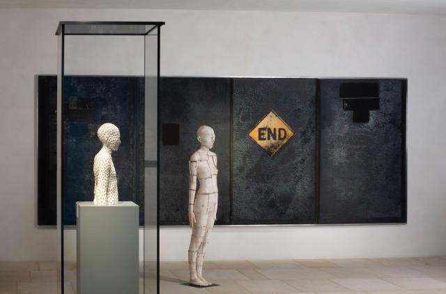 Ausstellungsansicht: Walter Moroder. Hinter den Dingen, 2018, Dommuseum Hildesheim. © Dommuseum Hildesheim, Foto: Florian Monheim